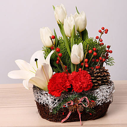 Christmas Flower Arrangements.Elegant Christmas Flower Arrangement In Uae Gift Elegant Christmas Flower Arrangement Ferns N Petals