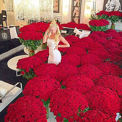 Extravagance Of Red Roses:Experiential Gifts in UAE