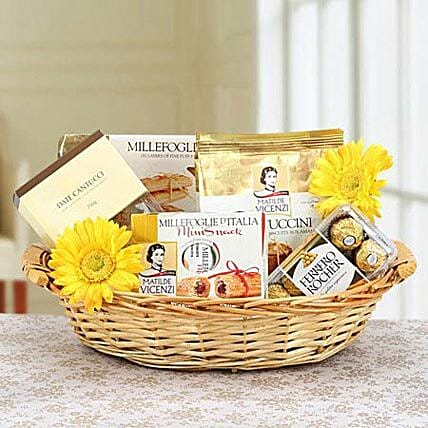 Flowery Attraction:Send Bhai Dooj Gift Hampers to UAE