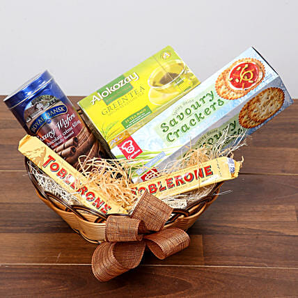 Green Tea and Munchies Basket:Gift Baskets to UAE