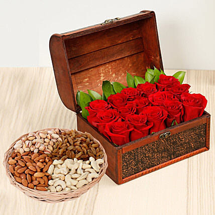 Rose Box Arrangement and Dry Fruits Combo:Flowers and Dry Fruits Delivery in UAE