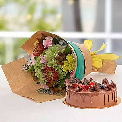 Royal Flower Bouquet With Chocolate Fudge Cake:Send Christmas Flowers and Cakes to UAE