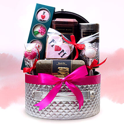 Special Mothers Day Hamper In Uae Gift Special Mothers Day Hamper Ferns N Petals