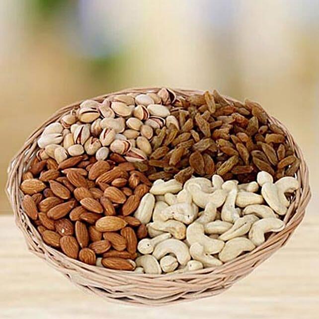 Crunchy Munching:Dry Fruits Hampers in UAE