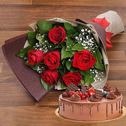 Elegant Rose Bouquet With Chocolate Fudge Cake:Mother's Day Gift Delivery in UAE