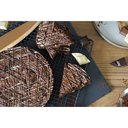 Delectable Chocolate Brownies:Christmas Cakes to UK