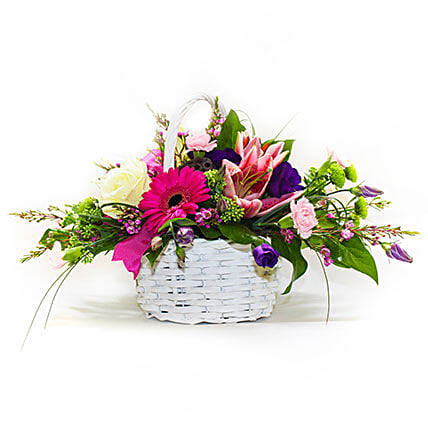 A Basket that Delights:Send Flowers to UK