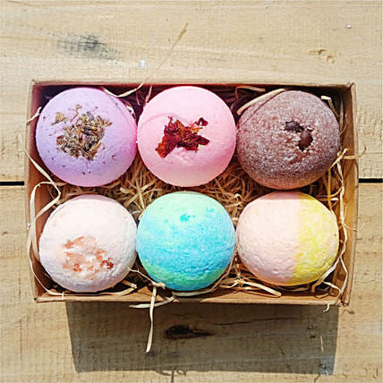 Bath Bombs Utility Hamper:Cosmetics and Spa Hampers to UK