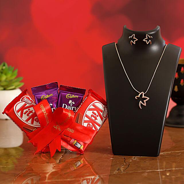 Beautiful Necklace Set With Chocolates