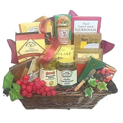 Cheesy Affair Hamper:Send Gifts for Mother in USA