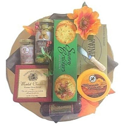 Asoorted Cheese Treats Tray:Send Eid Gifts to USA
