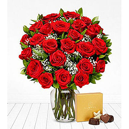 Classic Red Roses Bunch And Chocolates